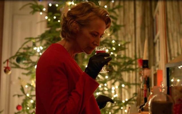 """Phát sốt với """"bà già Noel"""" mang phong cách… điệp viên 007 - 5"""