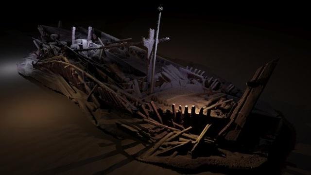 """Ảnh chụp một xác tàu có từ thời Đế chế Ottoman bị đắm trong khoảng thời gian từ thế kỷ 17-19. Các nhà khảo cổ đặt tên cho xác tàu này là """"Bông hoa của Biển Đen"""" bởi tàu được chạm khắc rất cầu kỳ."""
