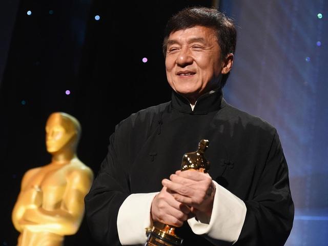 Sau nhiều lần gãy xương, Thành Long đã có được… tượng vàng Oscar - 1