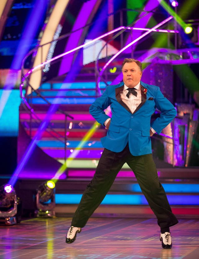 """Phần biểu diễn nằm ngoài sức tưởng tượng của ban giám khảo và khán giả dành cho thí sinh """"nặng ký"""" Ed Balls."""