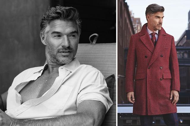 """Người mẫu Mỹ Eric Rutherford (48 tuổi) có thể còn thiếu một chút tuổi để có thể thực sự gia nhập hội mẫu nam """"già gân"""", nhưng với mái tóc điểm bạc đầy vẻ phong trần cùng một phong cách luôn hướng đến sự lịch lãm của những quý ông """"có tuổi"""", Rutherford có thể được """"châm chước"""" để xuất hiện trong danh sách này."""
