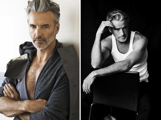 """Người mẫu Mỹ Mark Reay (57 tuổi) còn là một nhiếp ảnh gia thời trang, một nam diễn viên, và ông được biết đến với bộ phim tài liệu rất thú vị - """"Homme Less"""" (Không nhà - 2014), trong đó ông là nhân vật chính được khai thác. Mark Reay đã từng có những ngày tháng sống vô gia cư, nhưng những người hợp tác với ông trong lĩnh vực thời trang không hề hay biết điều đó. Mỗi khi xuất hiện tại các sự kiện, ông vẫn hấp dẫn, bóng bẩy như một quý ông lịch lãm. Mark Reay đã chia sẻ trong bộ phim tài liệu hấp dẫn này cách để vẫn có vẻ ngoài hào nhoáng dù bạn thậm chí không có một mái nhà để đáp ứng những nhu cầu cơ bản."""