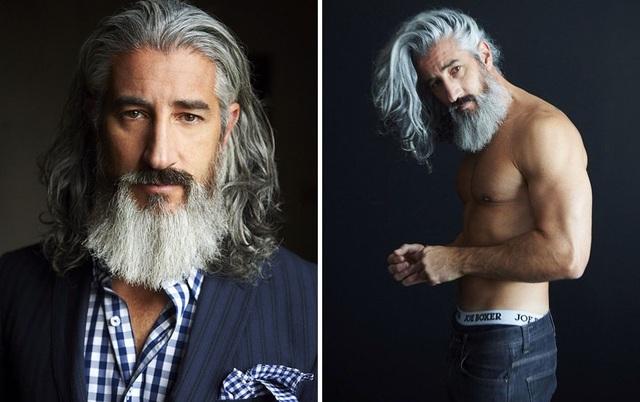 Người mẫu Canada - Ron Jack Foley (U50+) sở hữu mái tóc dài quăn bạch kim.
