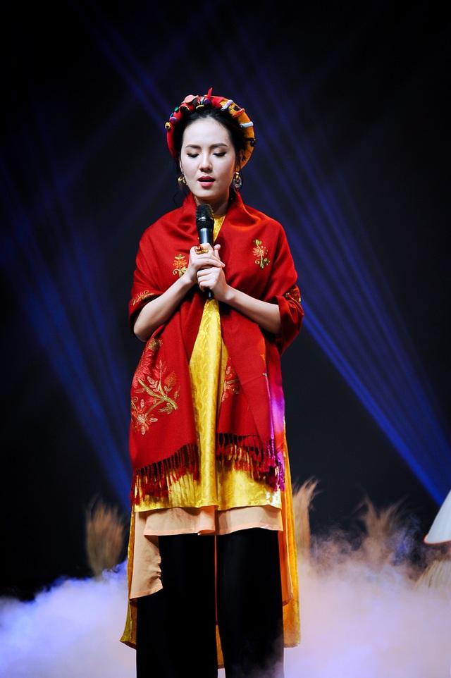 Ca sĩ Phương Linh thể hiện ca khúc Bài hát ru Mùa đông trong chương trình Giai điệu tự hào Tháng 11 sắp tới.