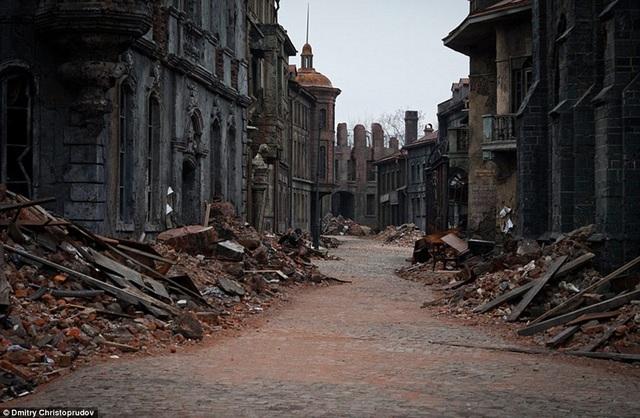 Những con phố vắng lặng, hoang tàn này hiện đang rất thu hút du khách tìm đến.