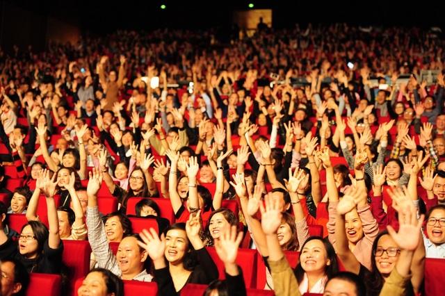 Đêm nhạc Modern Talking: Khán phòng bùng cháy, khán giả bỏ quên ghế ngồi - 1