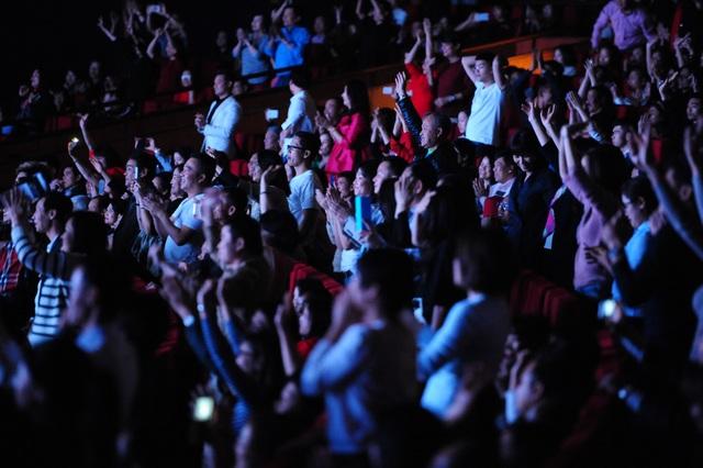 Đêm nhạc Modern Talking: Khán phòng bùng cháy, khán giả bỏ quên ghế ngồi - 8