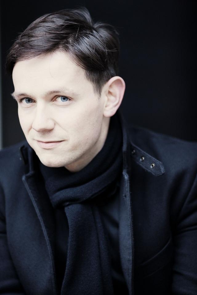 Ca sĩ người Anh Iestyn Davies (37 tuổi)