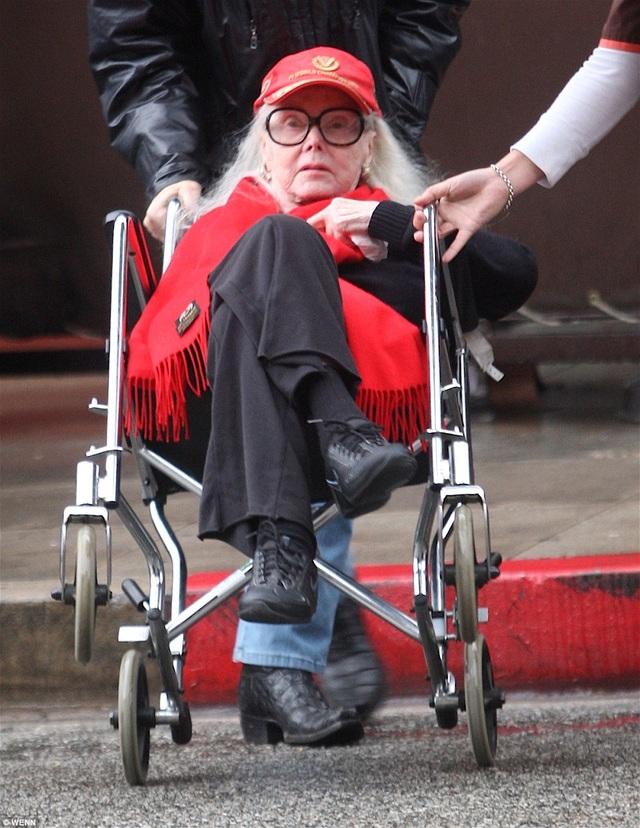 """Nữ diễn viên gốc Hungary - Zsa Zsa Gabor, một nhan sắc thuộc vào """"thế hệ vàng của Hollywood"""" - đã vừa qua đời ở tuổi 99."""