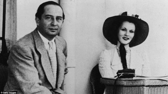 Zsa Zsa Gabor vốn nổi tiếng bởi cả sự nghiệp diễn xuất và đời sống tình cảm kịch tính y như phim. Người chồng đầu tiên của bà là nhà ngoại giao người Thổ Nhĩ Kỳ - ông Burhan Asaf Belge, họ kết hôn năm 1937, ly hôn năm 1941.