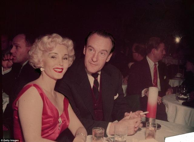 Hai năm sau (tức năm 1949), Gabor kết hôn với nam diễn viên từng giành giải Oscar - George Sanders, rồi ly hôn năm 1954.