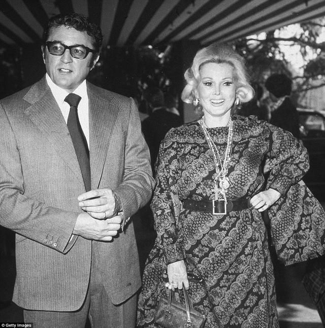 Ngay năm 1976, bà kết hôn với người đàn ông có tên Michael O'Hara rồi ly hôn năm 1983.