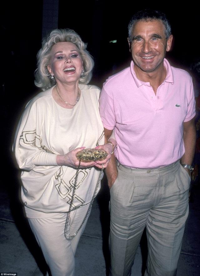 Năm 1986, Gabor kết hôn với người chồng thứ 9 cũng là người chồng cuối cùng và gắn bó lâu nhất trong cuộc đời bà - Frédéric Prinz von Anhalt. Họ đã ở bên nhau cho tới khi bà trút hơi thở cuối cùng. Gabor hơn chồng… 26 tuổi.