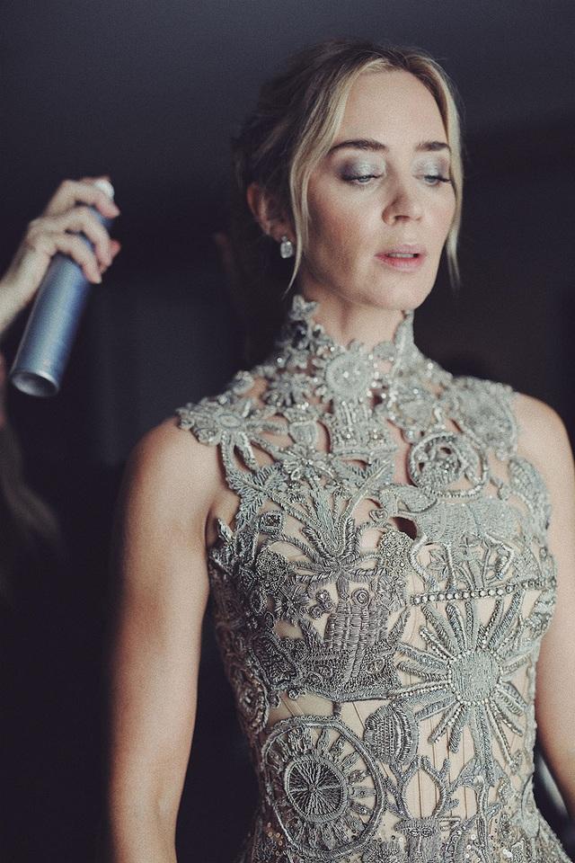 Câu chuyện đằng sau chiếc váy của Emily Blunt tại Quả Cầu Vàng 2019 - Ảnh 3.