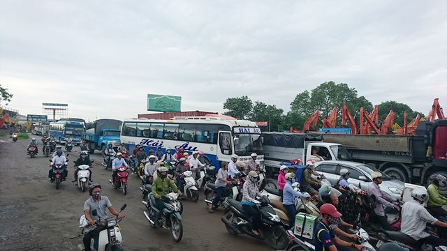 Quốc lộ 5 ùn tắc cục bộ tại thời điểm xảy ra tai nạn.