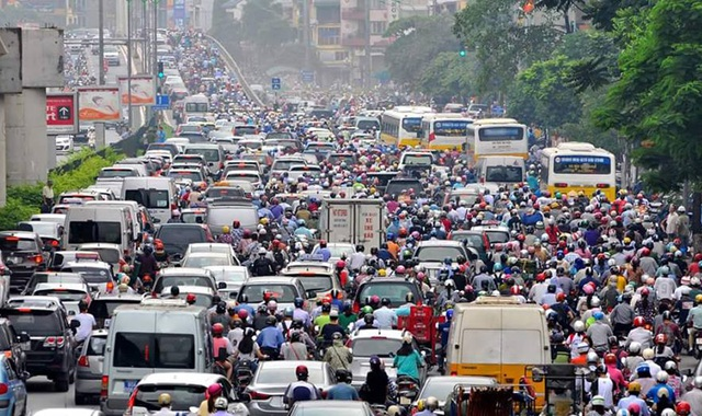 Áp lực giao thông hàng ngày ở Hà Nội rất lớn, nếu không có biện pháp xử lý dứt điểm, thời gian tới sẽ có hàng nghìn xe taxi ngoại tỉnh tiếp tục về Hà Nội hoạt động (Ảnh minh họa: Trần Văn).