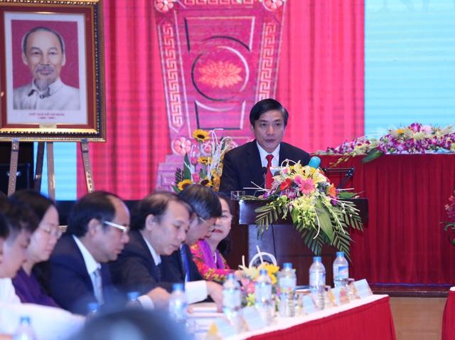 Ông Bùi Văn Cường - Chủ tịch Tổng Liên đoàn Lao động Việt Nam phát biểu tại cuộc họp.