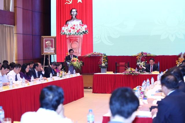 Tại cuộc làm việc với Chủ tịch nước Trần Đại Quang, Chủ tịch Tổng liên đoàn lao động Việt Nam cho biết, đang xây nhà để bán cho công nhân với giá 3-5 triệu đồng mỗi m2.