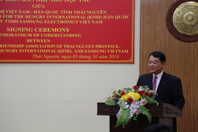 Phó Tổng Giám đốc Samsung Việt Nam Bang Hyun Woo phát biểu tại Lễ ký kết.