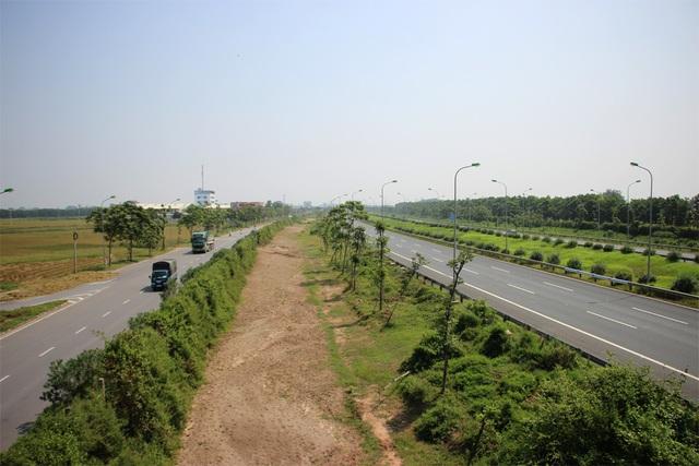 Các vị trí khác của Dự án đường ống nước số 2 trên khu vực Đại lộ Thăng Long vẫn gần như án binh bất động.