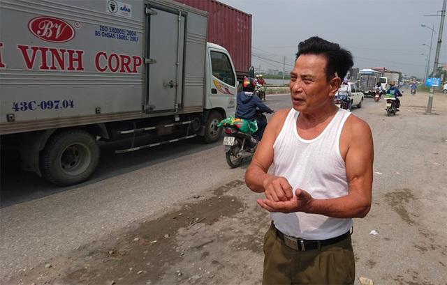 Ông Định trao đổi với PV Dân trí.