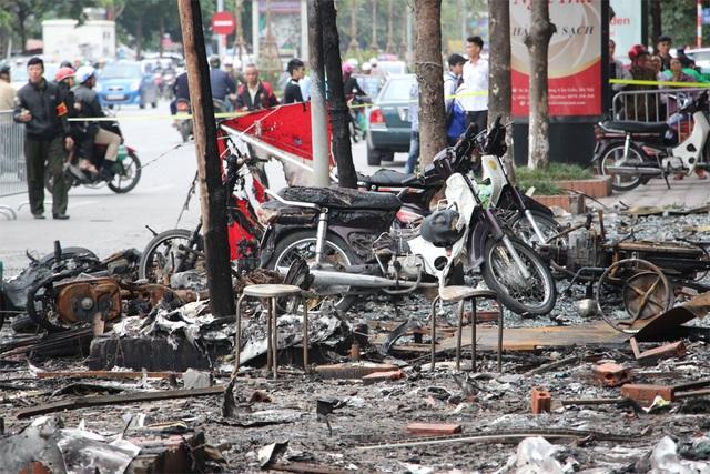 Hiện trường tan hoang sau vụ cháy quán karaoke làm 13 người chết - 5