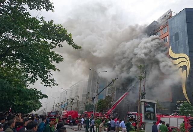 Vụ cháy khủng khiếp này đã làm 13 người chết, thiệt hại nhiều tài sản.