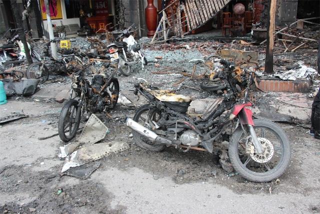 Hiện trường tan hoang sau vụ cháy quán karaoke làm 13 người chết - 4