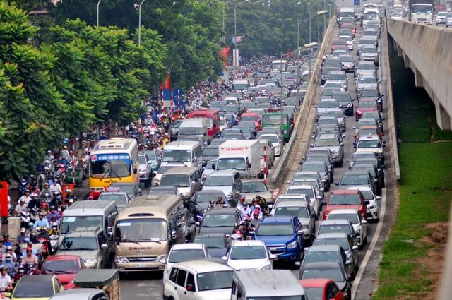 Taxi ngoại tỉnh đang phá vỡ qui hoạch taxi Hà Nội, góp phần làm gia tăng thêm áp lực giao thông của thành phố này (Ảnh minh họa: Nguyễn Dương).