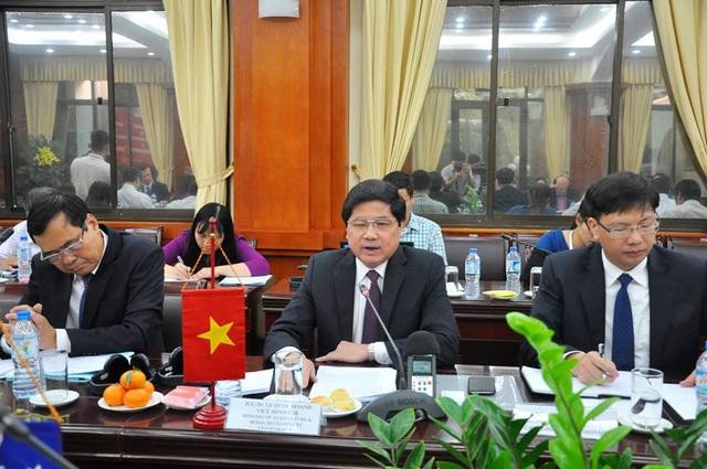 Thứ trưởng Bộ NN&PTNT Việt Nam Lê Quốc Doanh (giữa) cho biết: Australia luôn là đối tác quan trọng trong phát triển nông nghiệp. Nhiều chương trình hợp tác lớn đã và đang được thực hiện.