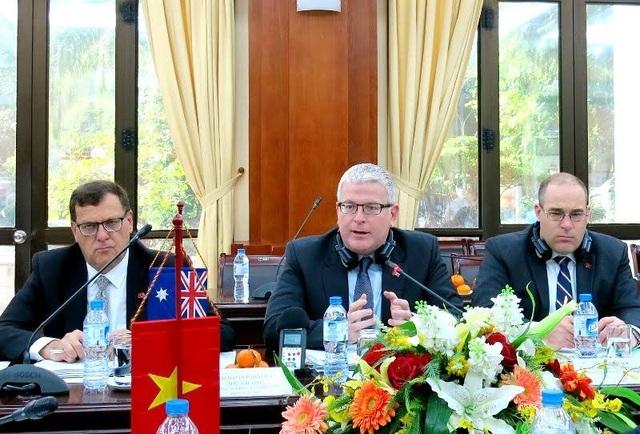 Ông David John Parker (giữa), Thứ trưởng Bộ Nông nghiệp và Nguồn nước Australia mong muốn thông qua đối thoại các lĩnh vực hợp tác giữa Australia và Việt Nam được nâng lên tầm cao mới.