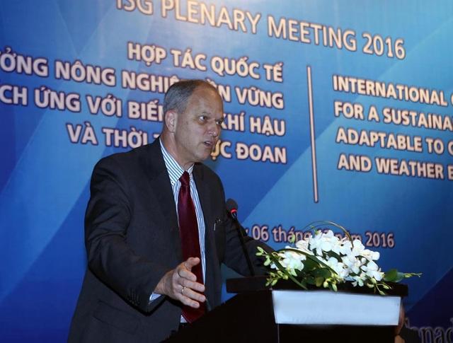 Ông Christian Berger, Đại sứ Đặc mệnh toàn quyền Cộng hòa Liên bang Đức phát biểu tại Hội nghị.