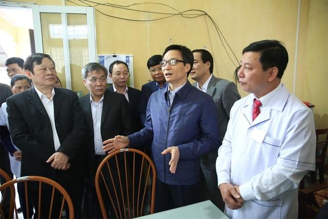 Phó Thủ tướng thăm tram Y tế xã Yên Tập, huyện Cẩm Khê, tỉnh Phú Thọ, sáng 10/12.