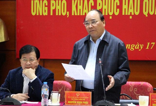 Thủ tướng Nguyễn Xuân Phúc: Không được người dân vùng lũ nào bị đói, khát và bệnh tật.