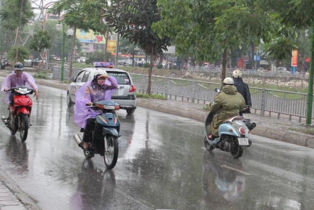 Hà Nội ngày 22/12 có mưa nhỏ, trời rét với nhiệt độ thấp nhất phổ biến 16-18 độ C.