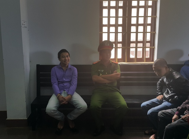 Bị cáo Đỗ Tấn Hoàng Sang (áo tím) tại phiên tòa sơ thẩm