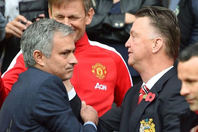 HLV Mourinho cho rằng các cầu thủ vẫn chưa thoát khỏi sự cứng nhắc thời Van Gaal