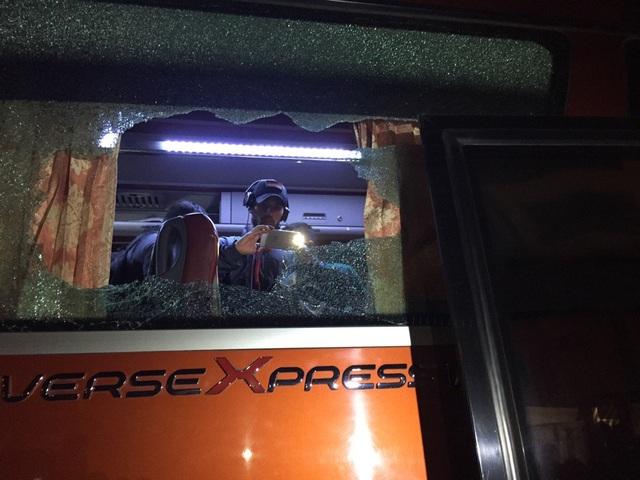 Xe bus chở đội tuyển Indonesia bị tấn công sau trận đấu ở Mỹ Đình