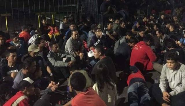 Nhiều CĐV Indonesia đã chầu trực mua vé từ tối hôm trước