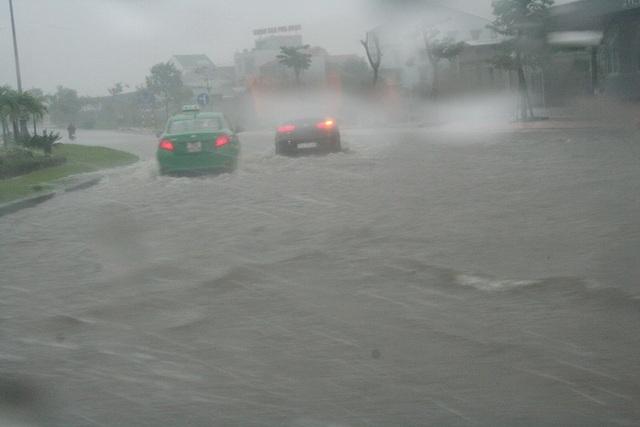 """Mưa cực lớn, Huế ngập thành """"sông"""" - 4"""