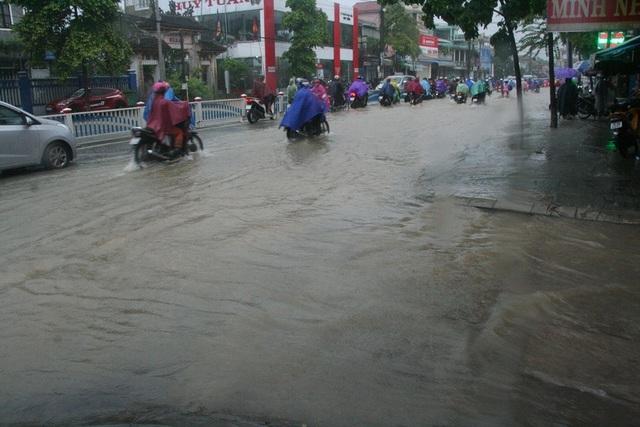 """Mưa cực lớn, Huế ngập thành """"sông"""" - 6"""
