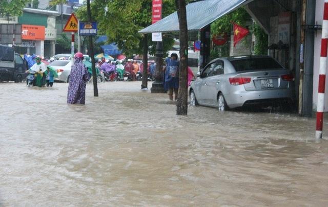"""Mưa cực lớn, Huế ngập thành """"sông"""" - 10"""