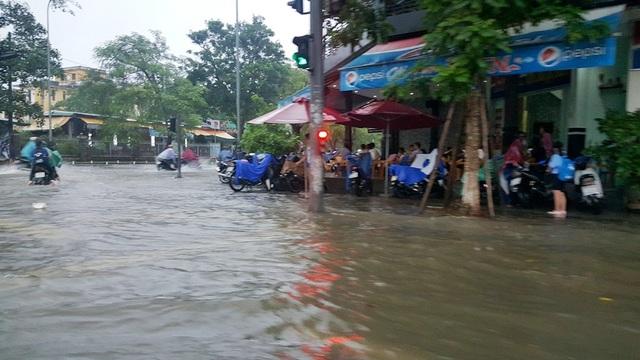 """Mưa cực lớn, Huế ngập thành """"sông"""" - 14"""