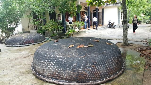 Các thuyền bè nằm đắp chiếu không đi biển được vì nguồn hải sản ô nhiễm tại xã Lộc Vĩnh, huyện Phú Lộc, tỉnh Thừa Thiên Huế