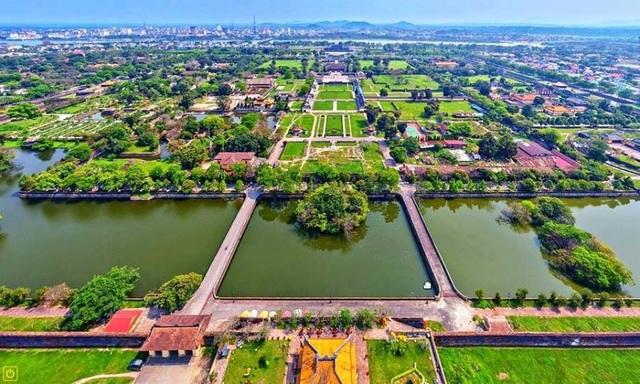 Hệ thống hồ Kim Thủy phía sau Hoàng thành Huế, đoạn từ cửa Hòa Bình nhìn vào (ảnh: Internet)