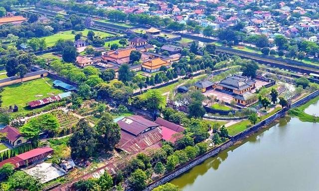 Những hệ thống thủy đạo gồm sông, ao, hồ nối với nhau giúp điều hòa khí hậu, giao thông, cải tạo đất đai làm cho cây xanh phát triển... được xem là một cấu phần không thể thiếu trong hệ cảnh quan của Quần thể Di tích Cố đô Huế - di sản văn hóa thể giới do UNESCO công nhận vào năm 1993 (ảnh: Internet)