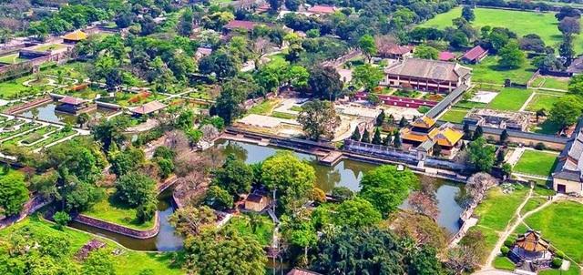 Quang cảnh Hoàng cung Huế nhìn từ trên cao (ảnh: Internet)