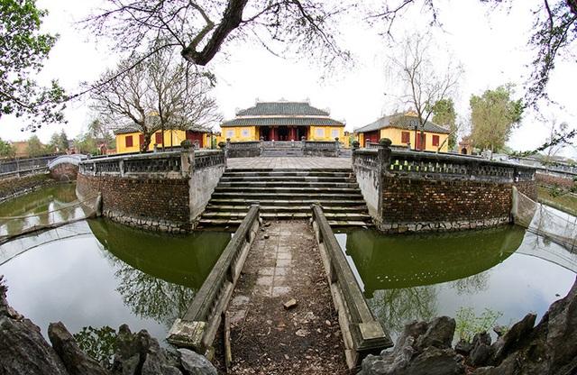 Một hồ nước ở trước cung Trường Sanh vừa được trùng tu ở Đại Nội