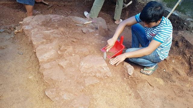 Khảo cổ tìm dấu tích Tây Sơn/Quang Trung: Phát hiện dấu tích một nền đá - 3