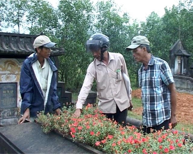 Nhiều ngôi mộ tại xã Lộc Thủy bị đóng đinh vào phần đầu